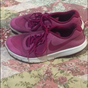 pink nike sport shoes